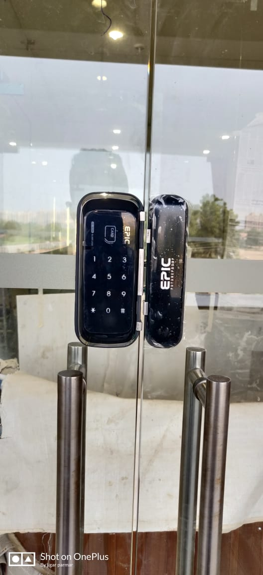khóa điện tử cửa kính cường lực epic 303G
