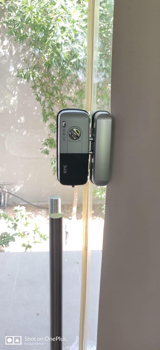 khóa điện tử cửa kính cường lực cửa 1 cánh đẩy epic 303G