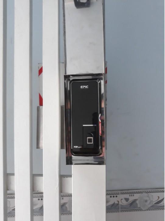 Epic Popscan M mặt trước - cửa sắt - chung cư mini