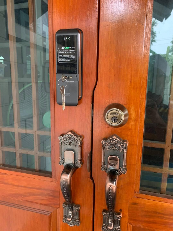 khóa cửa điện tử mã số thẻ từ nhà thổ cư mặt phố