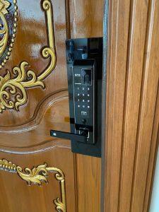 khóa vân tay epic 8000l 1 chốt lắp cửa chung cư