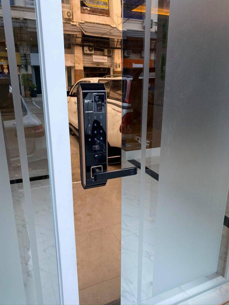 khóa vân tay epic 8000l lắp cửa nhôm kính - cửa chính