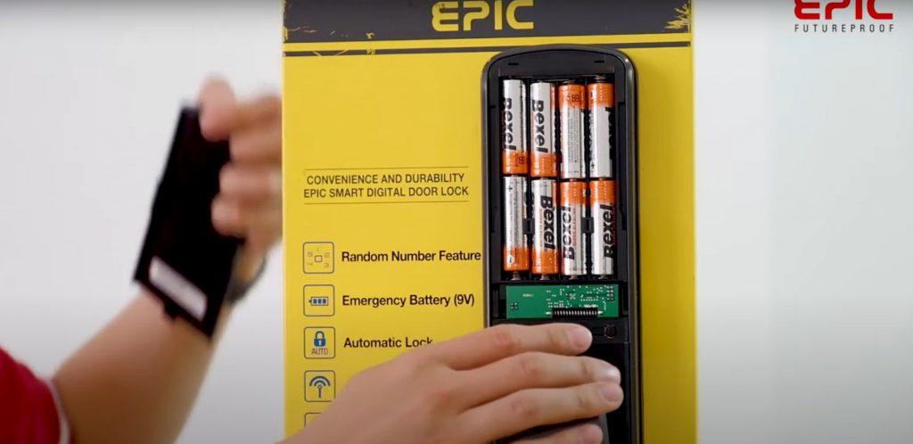 Mở nắp pin ấn phím G cài đặt Epic P8800K